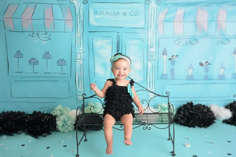 This mom picked the absolute cutest theme for her little girl's cake smash- Breakfast at Tiffany's!